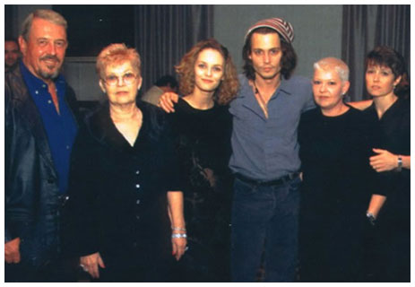 http://www.johnny-depp-world.com/wp-content/uploads/2009/11/family.jpg